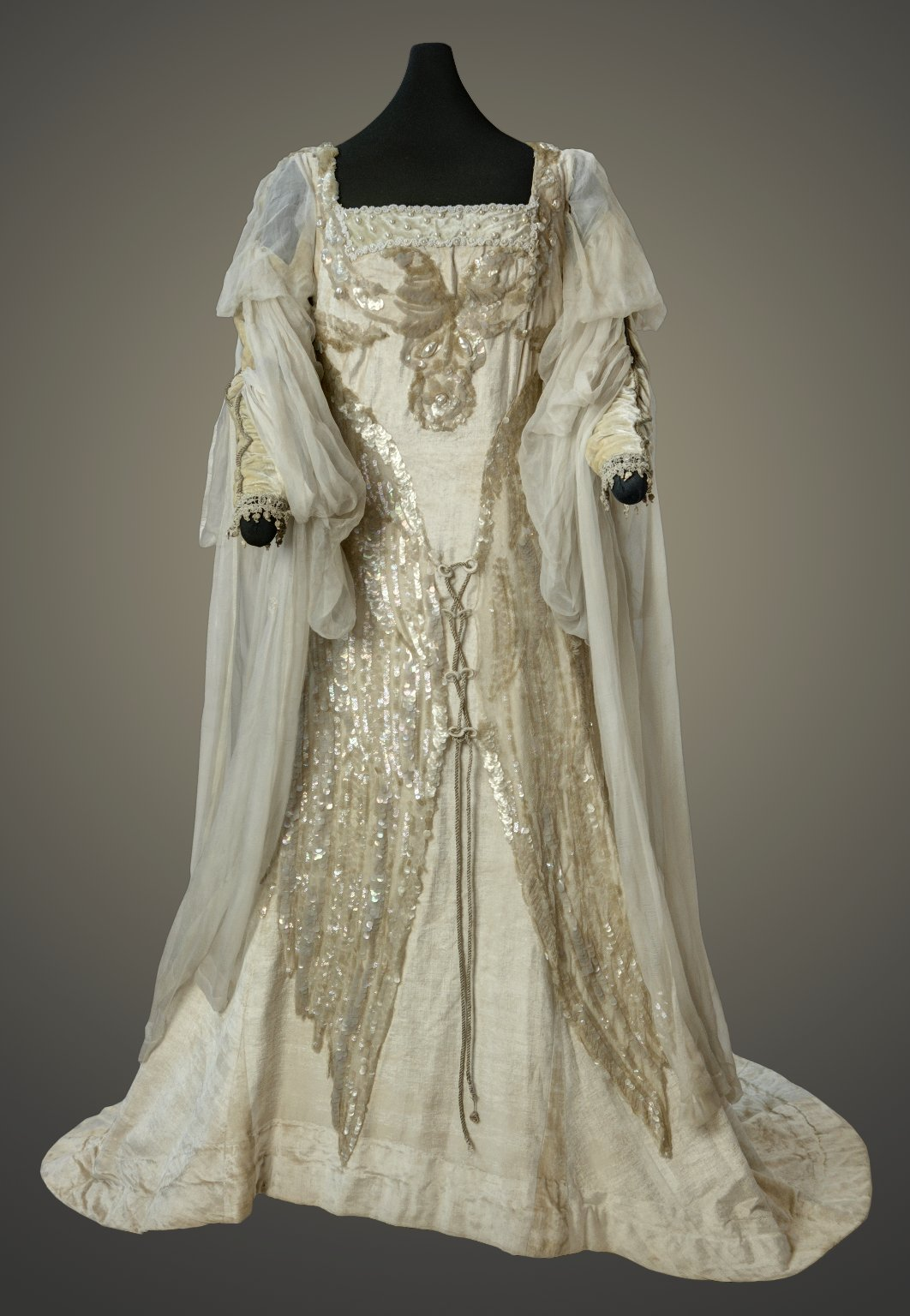 costume worn by Julia Marlowe as Juliet